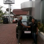 Foto Penyerahan Mobil 1 Sales Marketing Dealer Suzuki Balikpapan